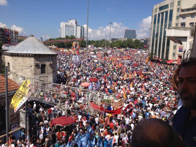 Taksim Square in Istanbul filled with protestors (June 9, 2013). photo courtesy of showdiscontent.com