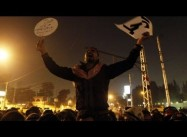 Egypt: Crowds at Presidential Palace Break through Barbed Wire, President offers Dialogue
