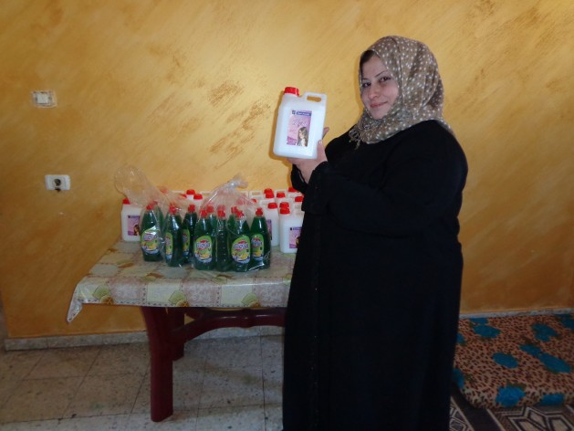 Islam-Iliya-lost-her-home-and-business-in-Gaza-following-an-Israeli-bombardment.-She-is-one-of-many-single-divorced-mothers-struggling-to-survive-under-the-siege.-629x472
