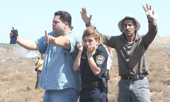 Pic of the Day: Palestinians shield Israeli policewoman from stone-throwers
